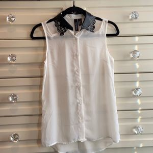 Cute shear sleeveless shirt